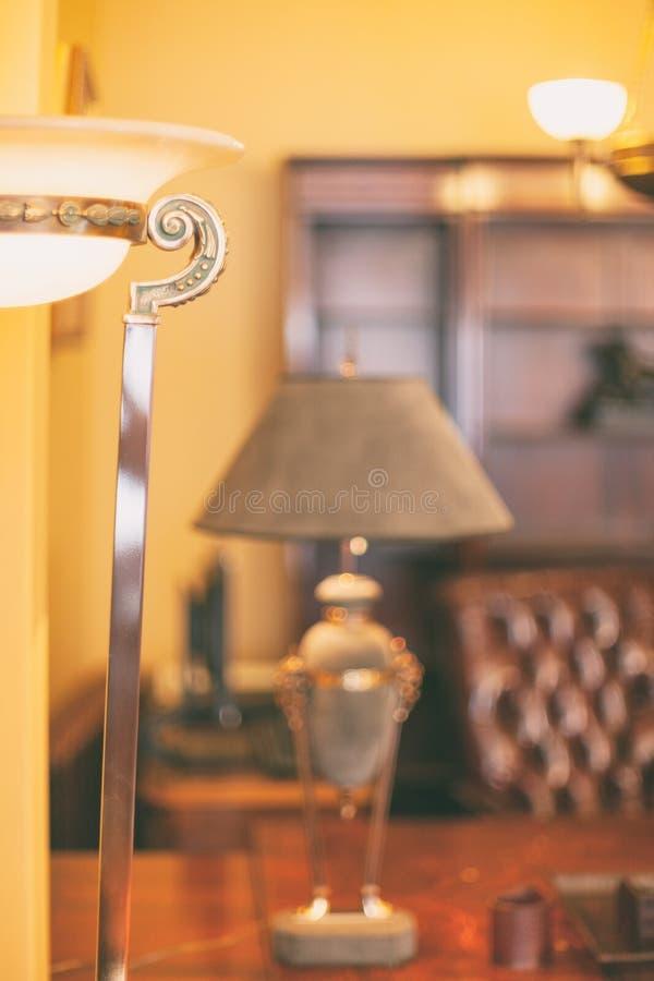 Escritório do vintage com lâmpada fotos de stock royalty free