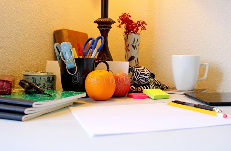 Escritório domiciliário - fazendo um espaço que inspire sua faculdade criadora ilustração stock