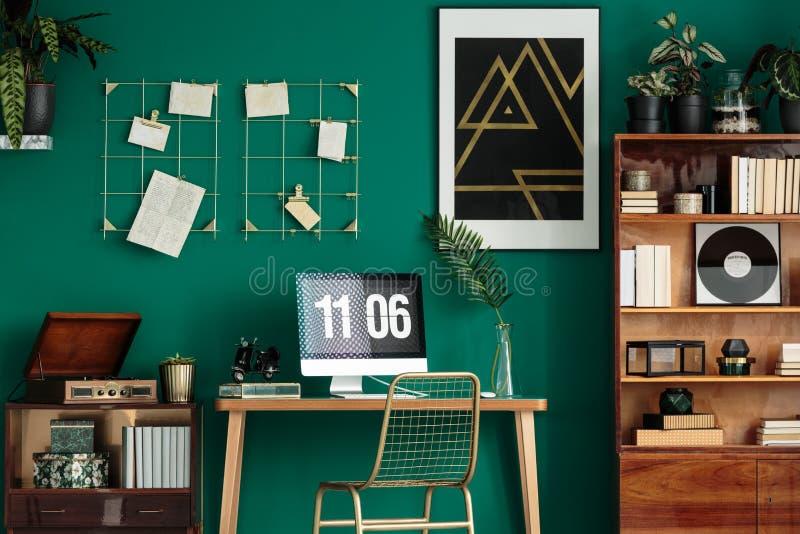 Escritório domiciliário verde ilustração royalty free