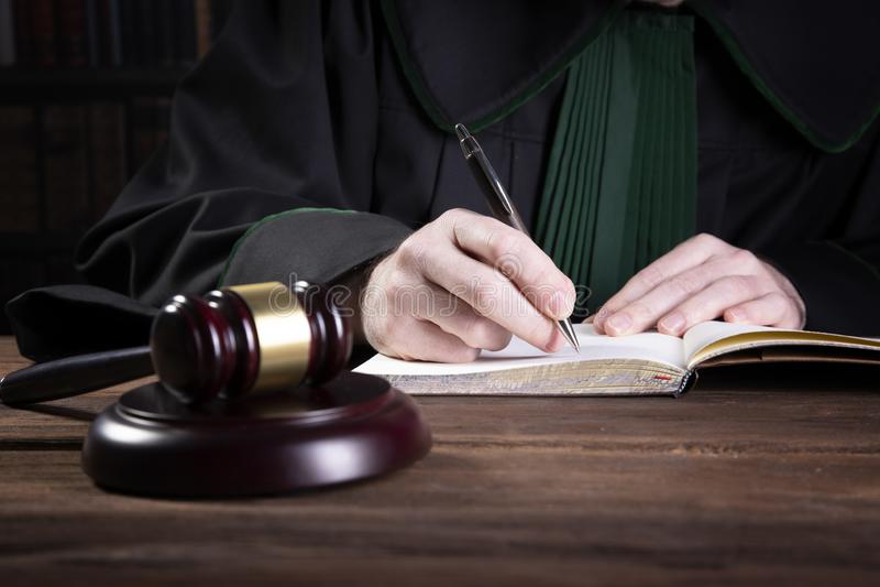 escritório dos advogados e do advogado Julg o gavel imagem de stock