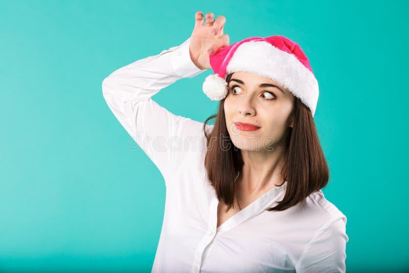 Escritório dos feriados de inverno do Natal do tema do ano novo de empregados da empresa do homem de negócios caucasiano novo da  imagem de stock