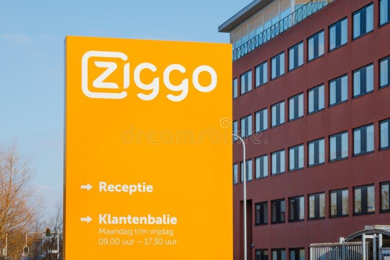 Escritório e mesa de Ziggo, o ope o maior do serviço ao cliente do cabo foto de stock