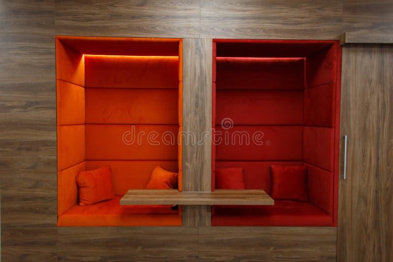 Escritório moderno Área de repouso confortável para o trabalho foto de stock royalty free