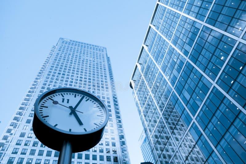 Escritório para negócios do arranha-céus do conceito da gestão de tempo fotografia de stock