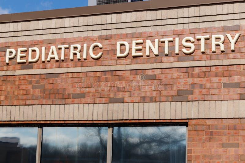 Escritório pediatra da odontologia exterior mim fotografia de stock