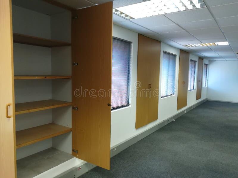 Escritório vago ou cabnets abandonados do escritório sem os povos [17] imagem de stock royalty free