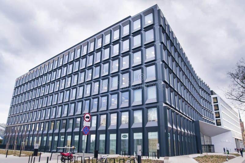 Escritórios 2Day verdes construídos em 2017 em Wroclaw Entrada principal, Polônia imagens de stock