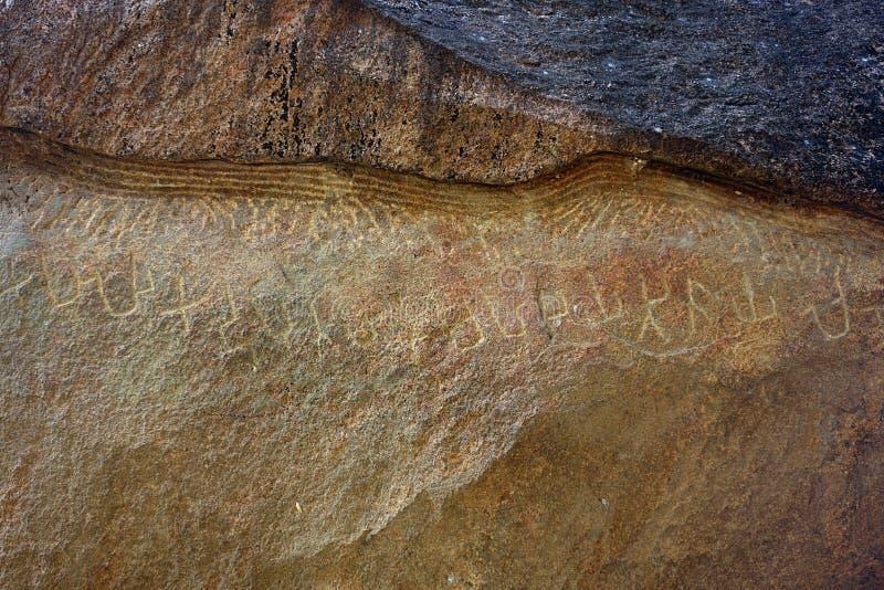 Escrita antiga perdida cinzelada na pedra imagem de stock