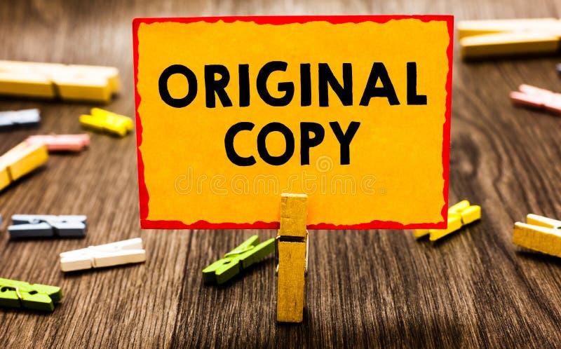 Escrita conceptual da mão que mostra a cópia original A foto do negócio que apresenta lista principal patenteada marcada Unprinte foto de stock royalty free