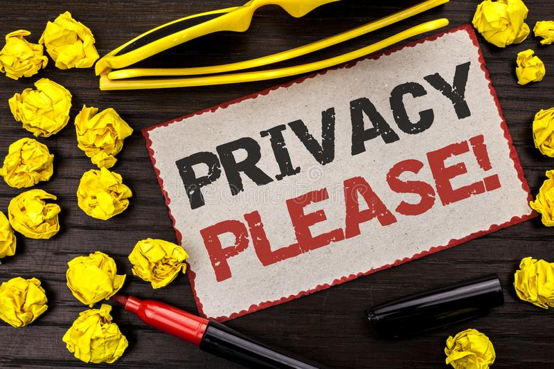 Escrita conceptual da mão que mostra a chamada inspirador da privacidade por favor O texto da foto do negócio deixou-nos ser rest fotos de stock
