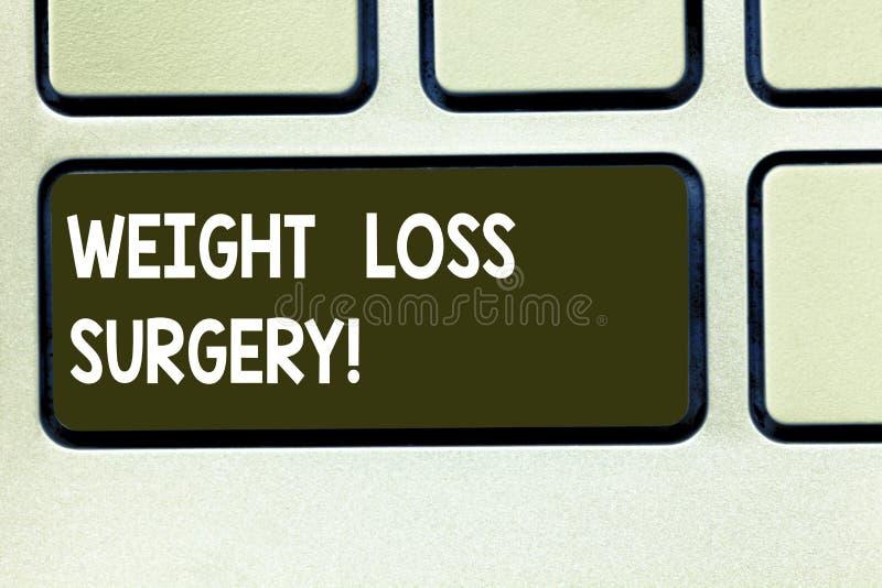 Escrita conceptual da mão que mostra a cirurgia da perda de peso Texto da foto do negócio para fazer nos intestinos do estômago p fotografia de stock royalty free