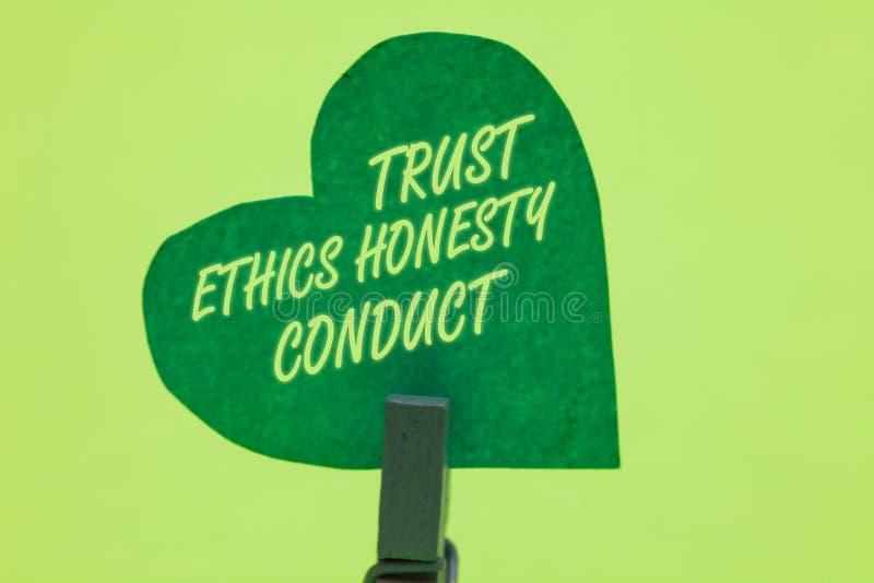 Escrita conceptual da mão que mostra a conduta da honestidade das éticas da confiança Apresentar da foto do negócio conota atribu fotos de stock