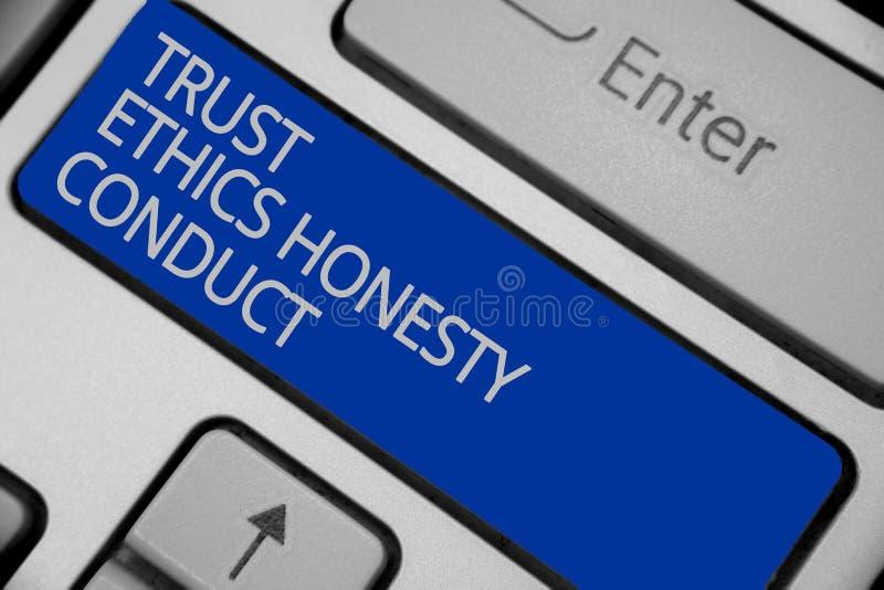 Escrita conceptual da mão que mostra a conduta da honestidade das éticas da confiança O texto da foto do negócio conota atributos foto de stock