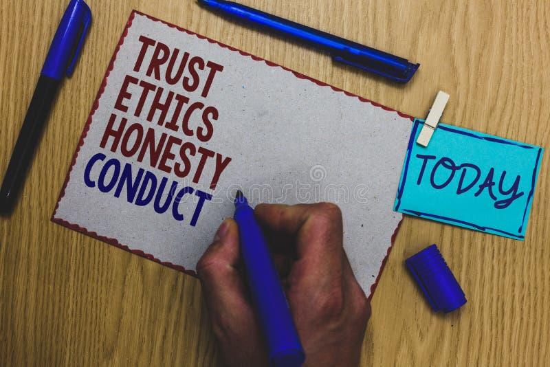 Escrita conceptual da mão que mostra a conduta da honestidade das éticas da confiança O texto da foto do negócio conota positivo  fotos de stock