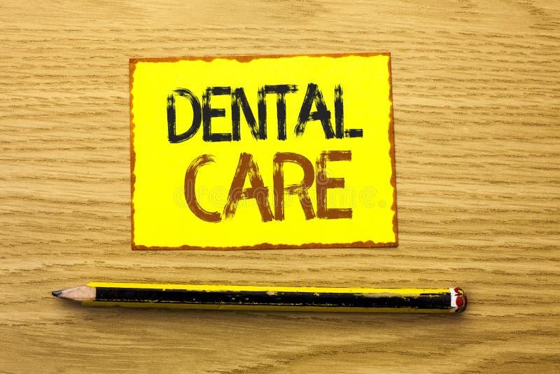 Escrita conceptual da mão que mostra cuidados dentários Foto do negócio que apresenta a proteção de inquietação Regulatio da higi fotografia de stock royalty free