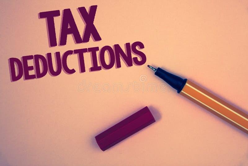 Escrita conceptual da mão que mostra deduções fiscais A redução apresentando da foto do negócio no dinheiro das economias do inve fotos de stock royalty free