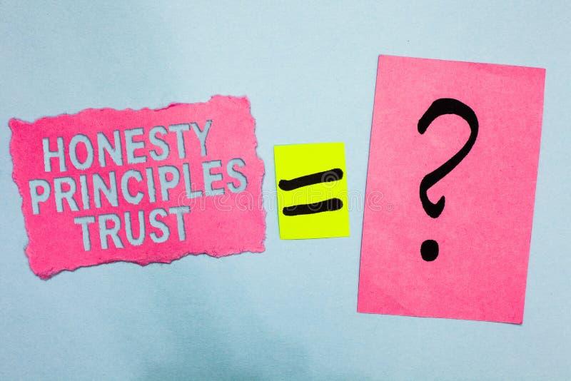 Escrita conceptual da mão que mostra a foto do negócio de confiança dos princípios da honestidade que apresenta acreditando algué imagens de stock