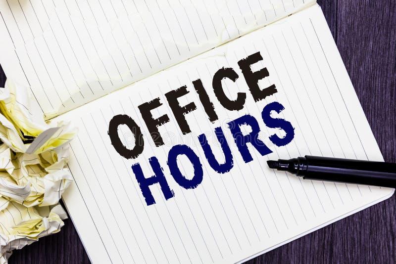 Escrita conceptual da mão que mostra horas de escritório Texto da foto do negócio as horas que o negócio é conduzido normalmente  imagens de stock