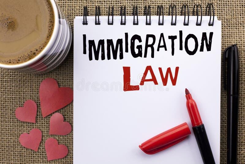 Escrita conceptual da mão que mostra a lei da imigração A foto do negócio que apresenta regulamentos nacionais para a deporta16ca foto de stock royalty free