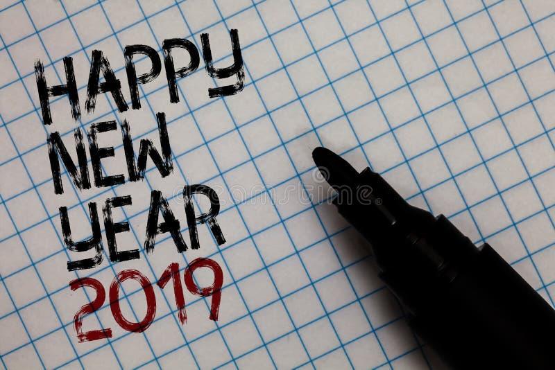 Escrita conceptual da mão que mostra o ano novo feliz 2019 Cumprimento do texto da foto do negócio que comemora o novo começo cum foto de stock