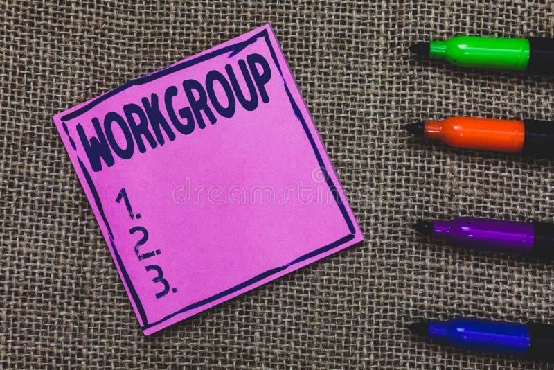 Escrita conceptual da mão que mostra o grupo de trabalho Grupo apresentando da foto do negócio de mostrar quem normalmente o trab fotografia de stock