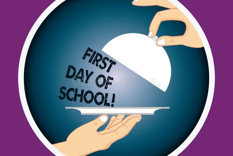 Escrita conceptual da mão que mostra o primeiro dia da escola Retorno do texto da foto do negócio da sala de aula do estudo à edu ilustração stock