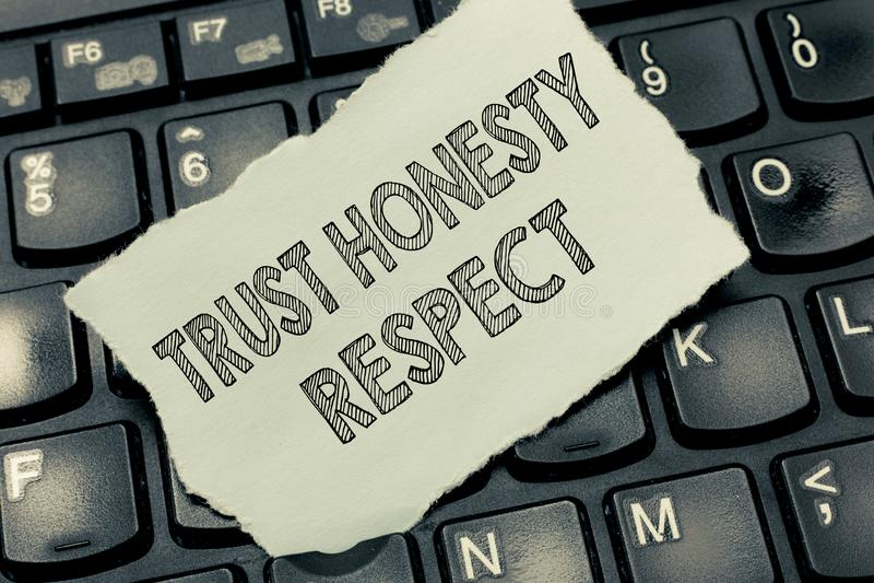Escrita conceptual da mão que mostra o respeito da honestidade da confiança Traços respeitáveis do texto da foto do negócio uma f imagem de stock