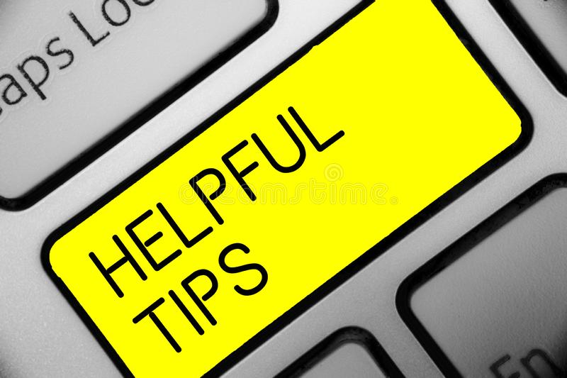 A escrita conceptual da mão que mostra a ponta útil s é O texto da foto do negócio pede a um perito soluções as sugestões que con ilustração royalty free