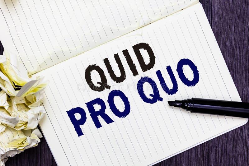 Escrita conceptual da mão que mostra quid pro quo Favor ou vantagem do texto A da foto do negócio concedido ou esperado em retorn fotografia de stock