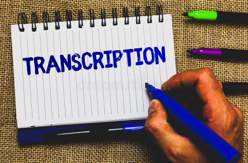 Escrita conceptual da mão que mostra a transcrição A foto do negócio que apresenta o processo escrito ou impresso de transcrição  imagens de stock