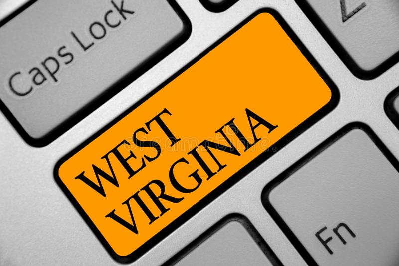 Escrita conceptual da mão que mostra West Virginia Viagem apresentando Histor do turismo do curso do estado do Estados Unidos da  fotografia de stock royalty free