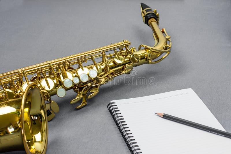 Escrita da música do saxofone imagens de stock
