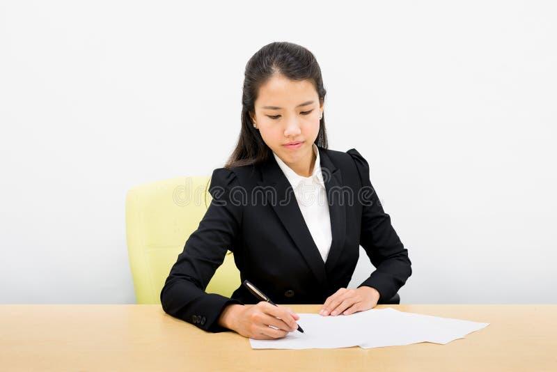 Escrita da mulher de negócio imagens de stock