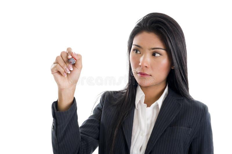 Escrita da mulher de negócios com um marcador vermelho fotos de stock