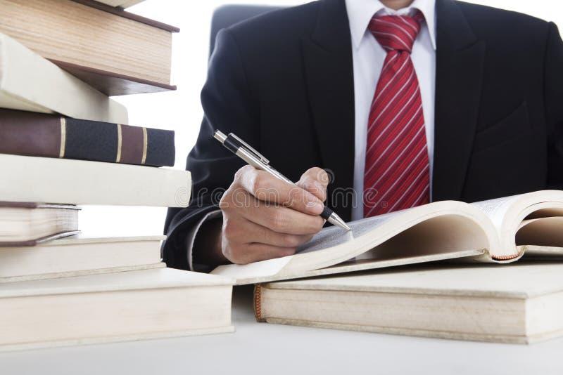 Escrita do homem de negócios em um livro imagens de stock