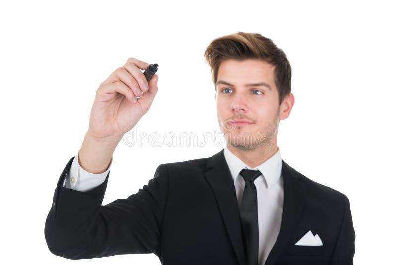 Escrita do homem de negócios na tela transparente fotografia de stock