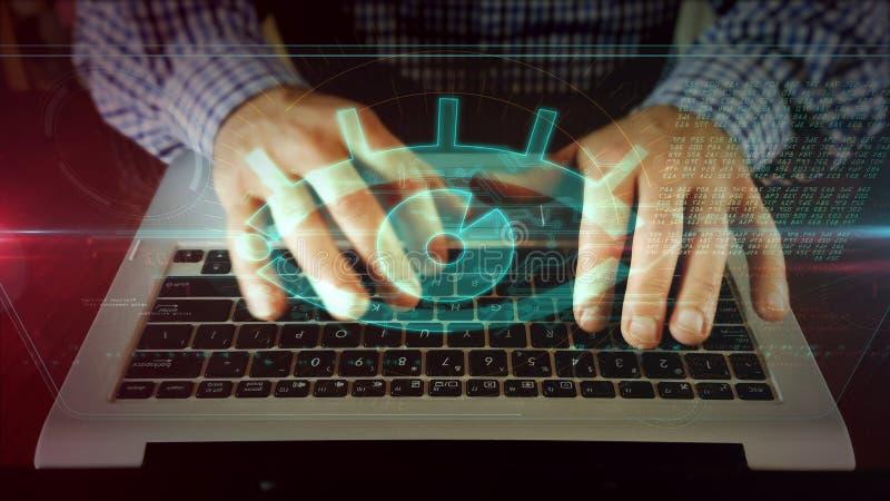 Escrita do homem no teclado do port?til com olho do espi?o foto de stock royalty free