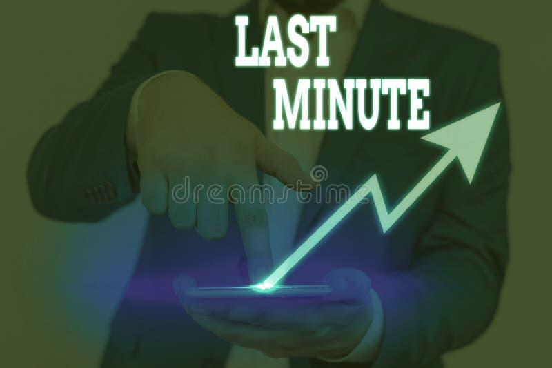 Escrita manual conceptual mostrando Último Minuto Texto de foto comercial feito ou ocorrendo o mais tardar antes de um fotos de stock