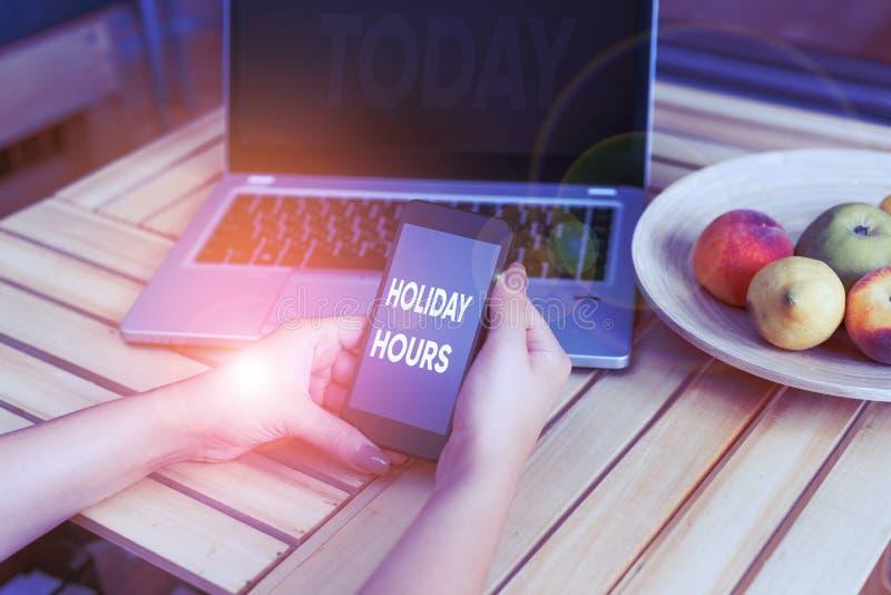 Escrita manual conceptual mostrando Horas de Férias Exibição de fotos de negócios Programação 24 ou 7 Semestre Hoje Último Minuto imagens de stock royalty free