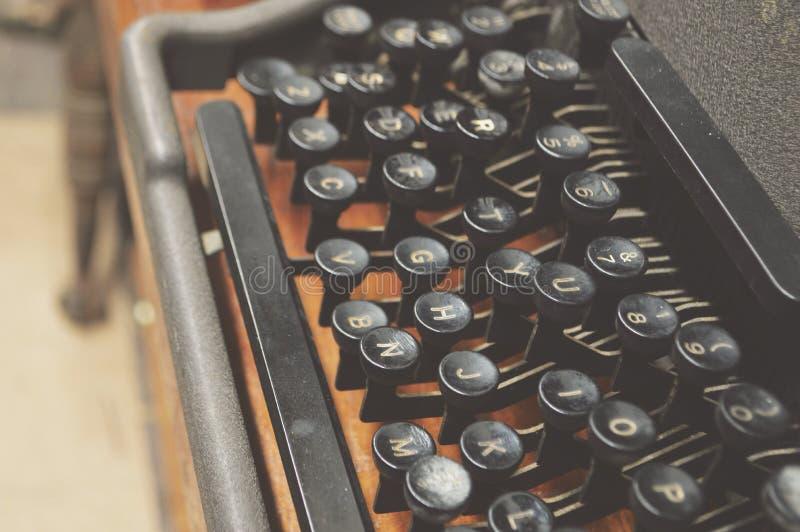 Escritor manual Equipment del viejo de máquina de escribir del teclado vintage clásico del alfabeto fotos de archivo libres de regalías