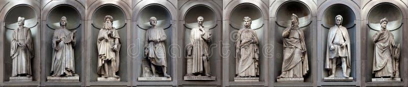 Escritores famosos dos artistas do renascimento da galeria das estátuas, Uffizi, Florença, Itália foto de stock