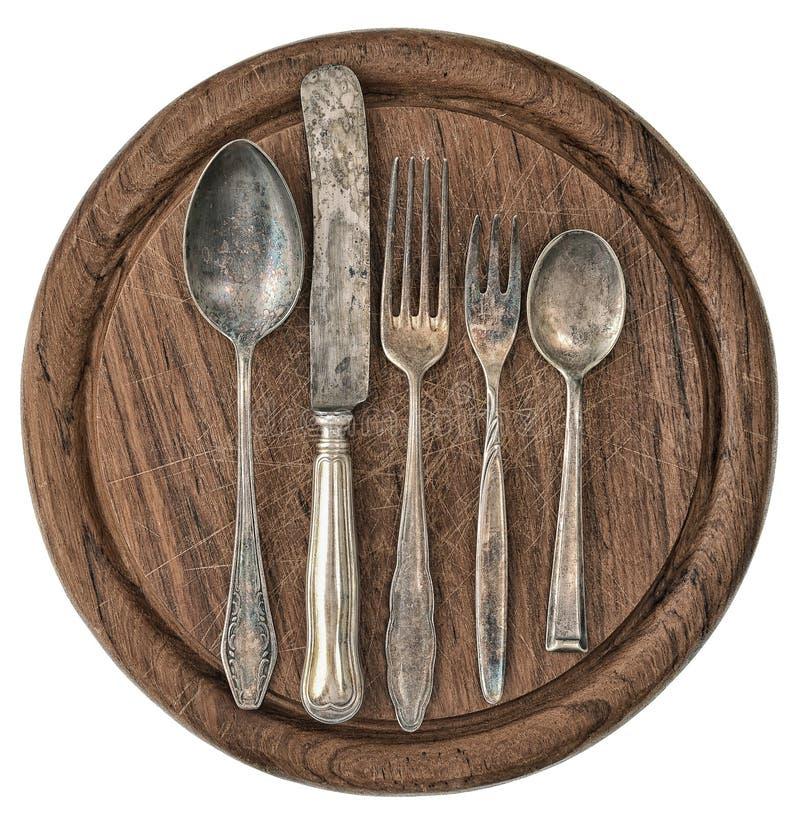 Escritorio de madera r stico de la cocina con los for Cubiertos de plata precio
