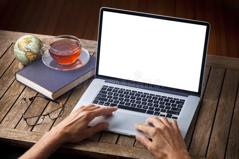 Escritorio del ordenador de las manos imagen de archivo