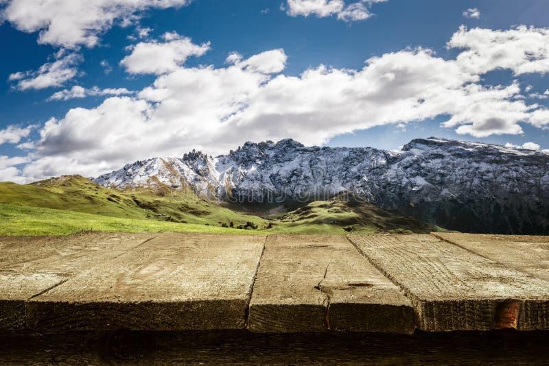 Escritorio - dolomías - montañas imágenes de archivo libres de regalías