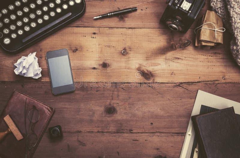 Escritorio retro de la máquina de escribir imagen de archivo libre de regalías