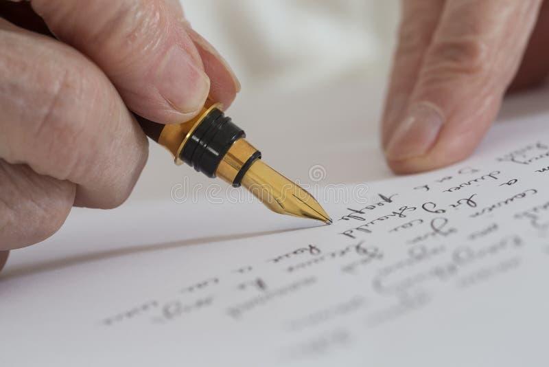 Escritura con la pluma imagen de archivo libre de regalías