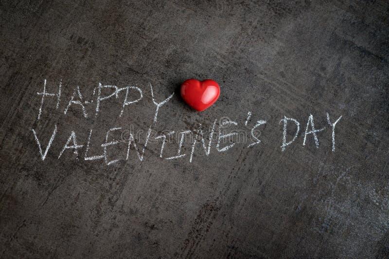 Escritura con la tiza blanca en la pared Valentine& feliz x27 del cemento; s DA fotografía de archivo libre de regalías