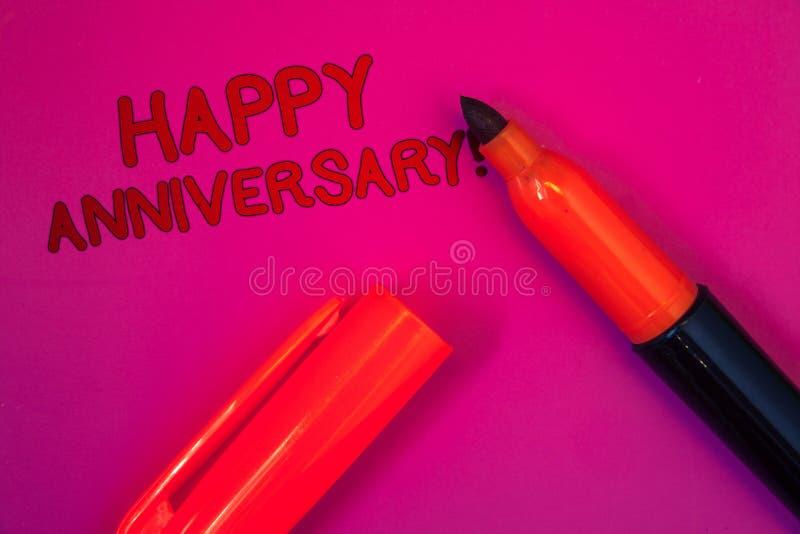 Escritura conceptual de la mano que muestra a aniversario feliz llamada de motivación Conmemoración especial anual mA del jalón d foto de archivo
