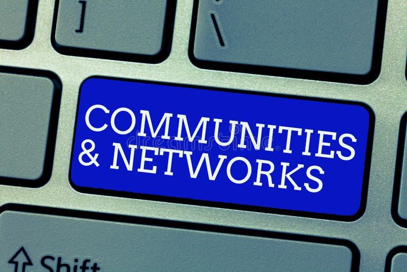 Escritura conceptual de la mano que muestra comunidades y redes Colaboración de exhibición de la foto del negocio de aprendizajes imagen de archivo