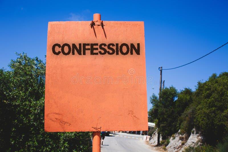 Escritura conceptual de la mano que muestra la confesión La aserción de la elocución de la divulgación del acceso de la revelació foto de archivo libre de regalías